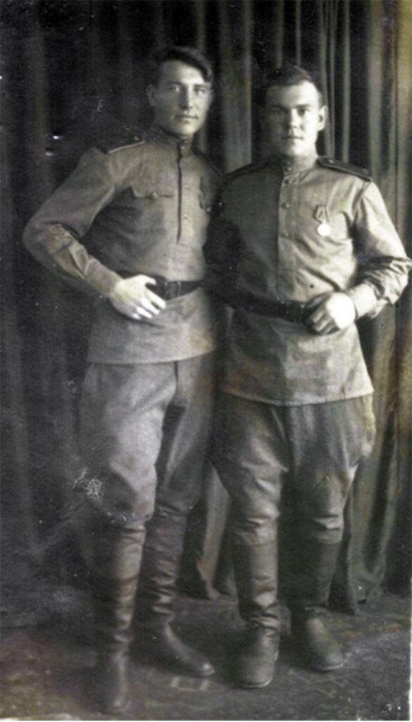 Меркулов В. С. - слева