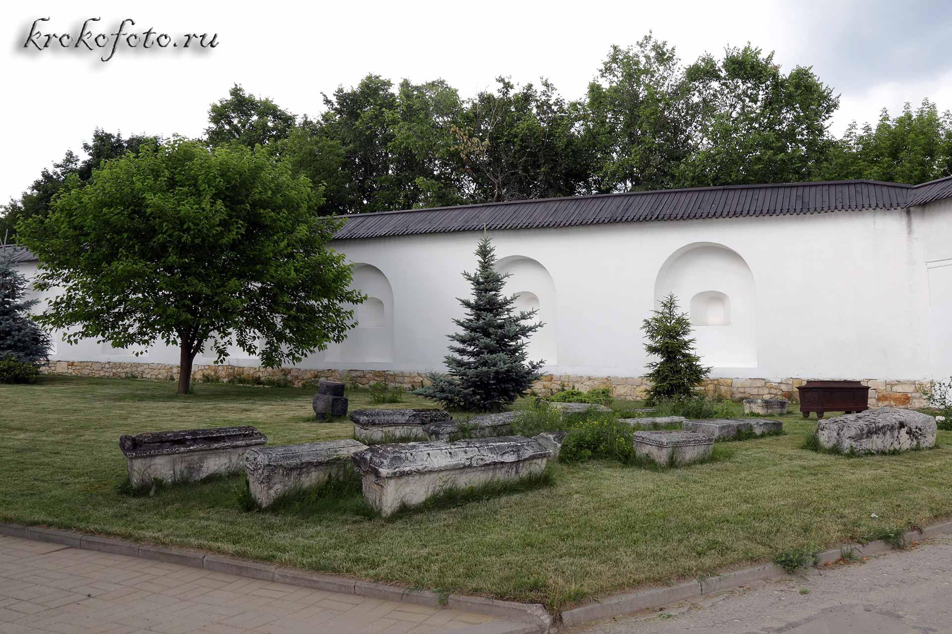 монастырь 22