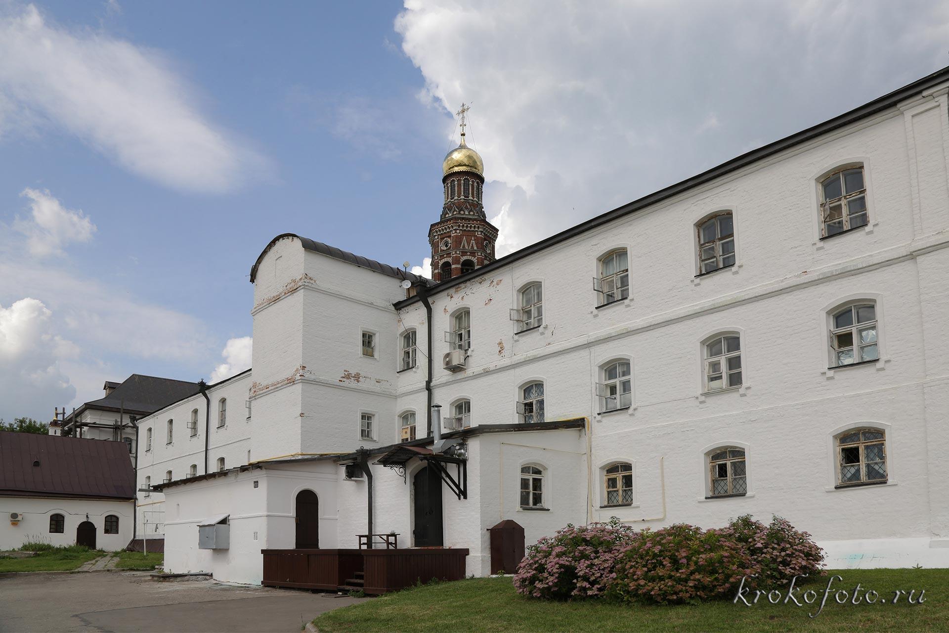 монастырь 26
