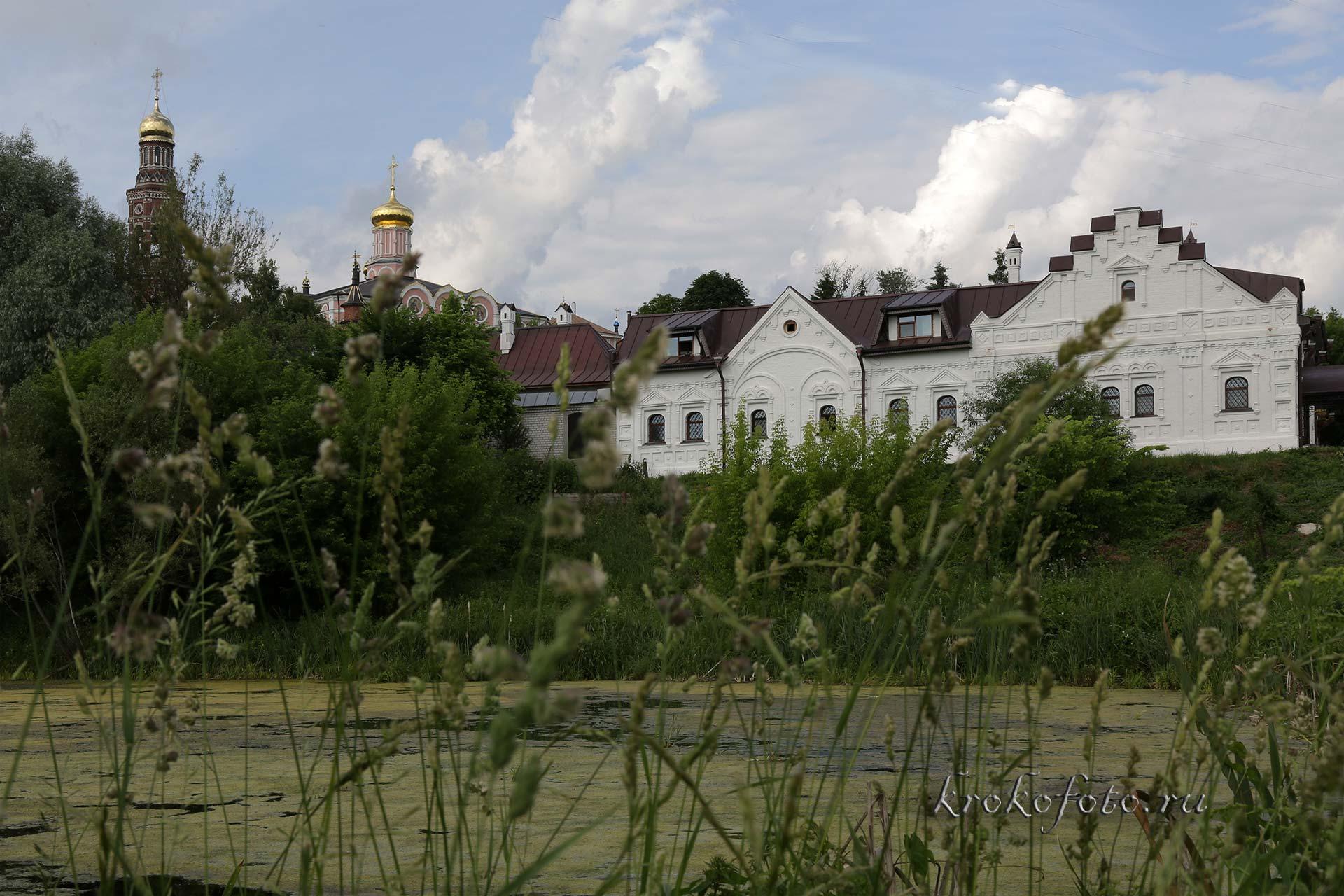 монастырь 33