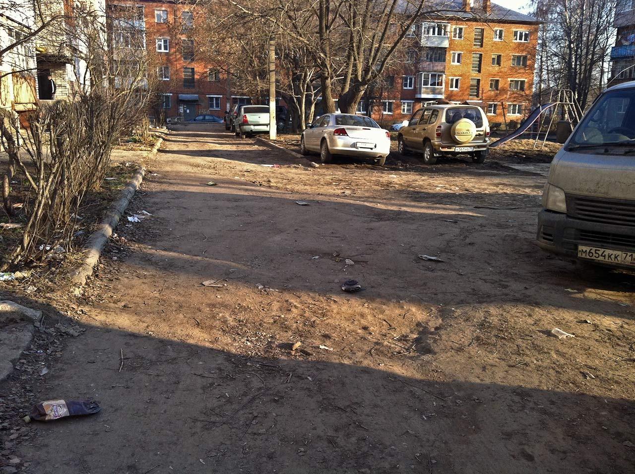 Дорожное покрытие во дворе
